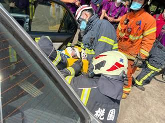 提升救援能量 桃園消防車禍救援訓練