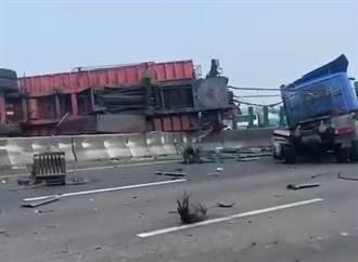 國道1重大車禍 半聯結車爆胎衝上分隔島「斷頭」 雙向塞爆
