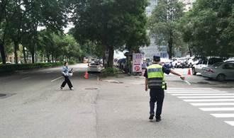 中警六分局響應交通安全月辦抽獎 全力宣導路口安全