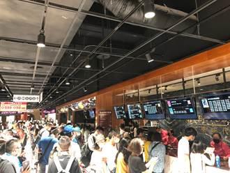 喜樂時代桃園A19慶開幕推「19元看片」優惠 民眾早上5點搶頭香