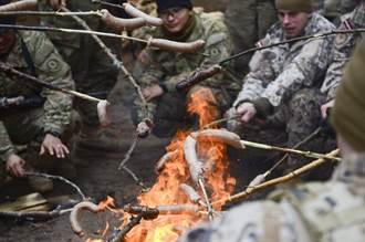 軍方偷加料讓士兵「站不起來」? 外媒:「香腸」安全問題
