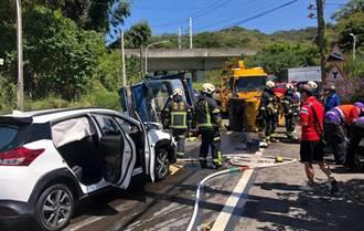 桃園蘆竹貨車疑過彎不慎側翻 對向車輛遭波及4人受傷