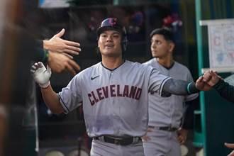 MLB》張育成觸身球得分 連續8場上壘