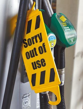 英國鬧油荒 士兵及海外司機助運油