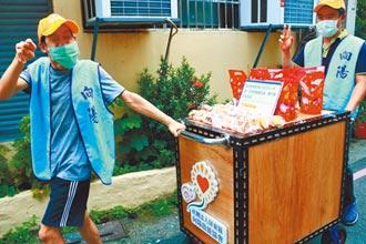 屏縣叫賣餅乾當訓練 向陽身障友推車上街