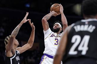 NBA》首場熱身賽互藏實力 籃網照宰地主湖人26分