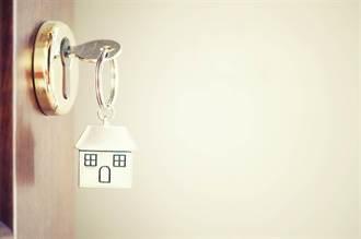 恐怖!人妻返家驚見門鎖被換 鏡子留「發毛紙條」:住在你這裡了