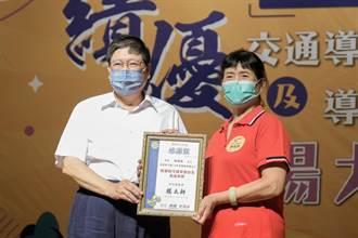 新竹縣二重國小導護志工陳鳳嬌 風雨無阻25年守護孩子安全