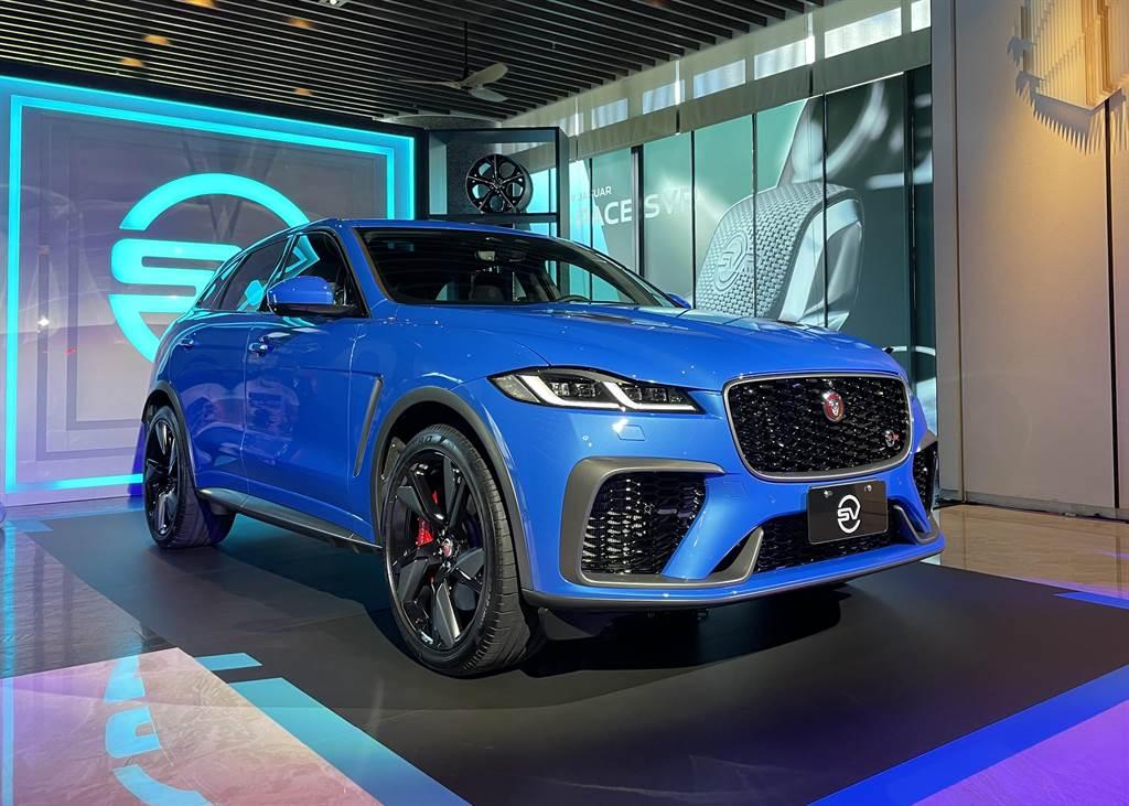 源自Jaguar以賽道為生的品牌基因,承襲Jaguar F-TYPE SVR的剽悍動力與賽道科技,歷經SVO (Special Vehicle Operations)部門精雕細琢,F-PACE SVR今正式在台震撼亮相。(圖/陳彥文攝)