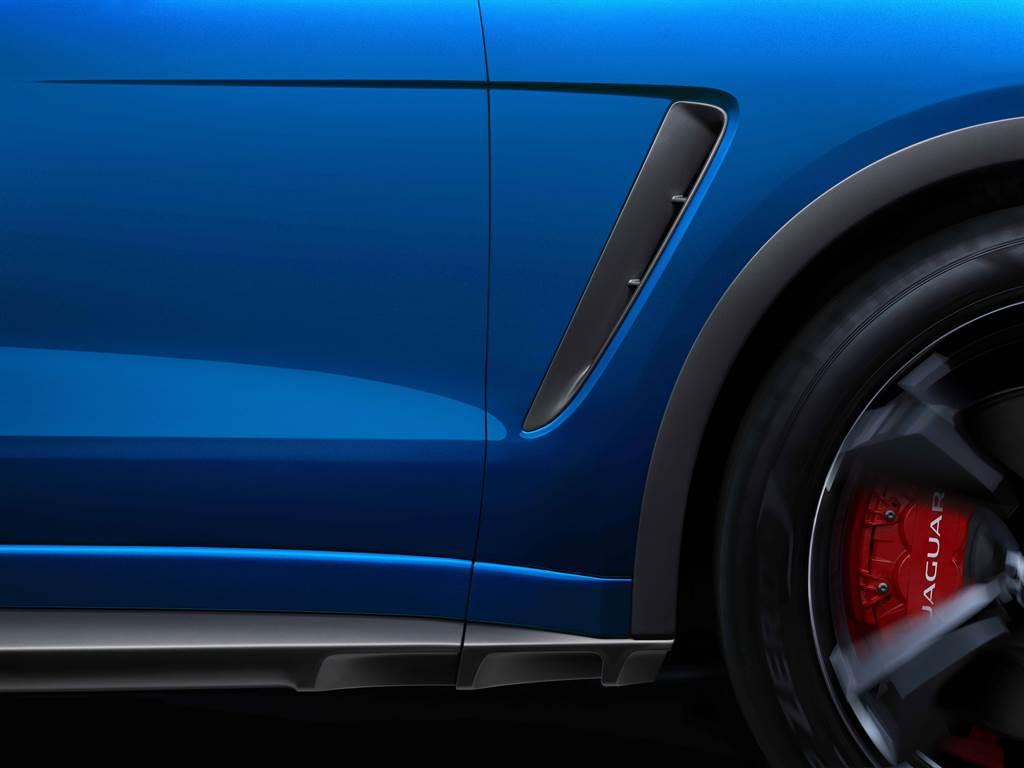 外觀設計上結合了為追求極致性能而生的SVR專屬引擎蓋進氣孔、SVR車側通風孔、側裙與輪拱等一系列強化配備,達到空力性能強化與導流的機能。(圖/Jaguar提供)
