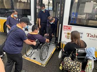 輪椅族搭公車 司機沒放好無障礙斜板害人倒頭栽