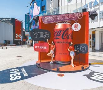 巨型可樂罐空降西門町