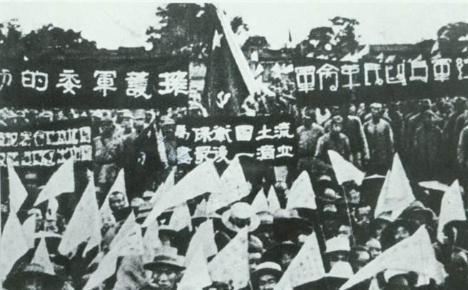 半世紀前的國共內戰是台灣社會還記得的一場戰爭,但是隨著時間,戰爭的記憶逐漸模糊,大家已經遺忘被俘軍人的痛苦。(中時報系檔案照片)
