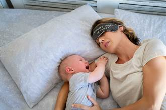 5月大嬰兒半夜狂哭不睡覺 媽隔天拿起枕頭驚見恐怖原因