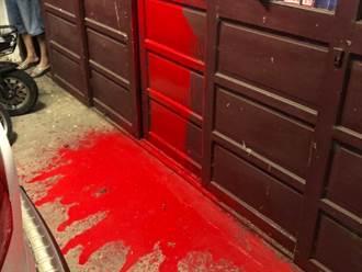 太可惡!惡房客欠房租竟恐嚇潑紅漆 屋主衰遭攻擊還慘被狗咬