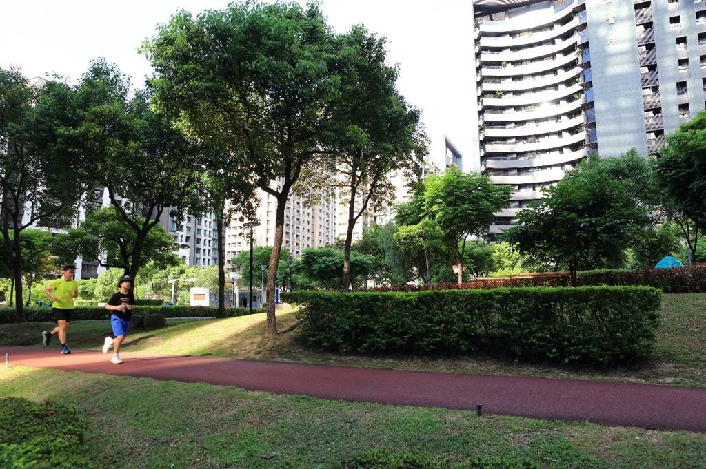「長虹Park 32」位在福美公園首席,大片綠地空間帶來絕佳生活品質。(圖/業者提供)