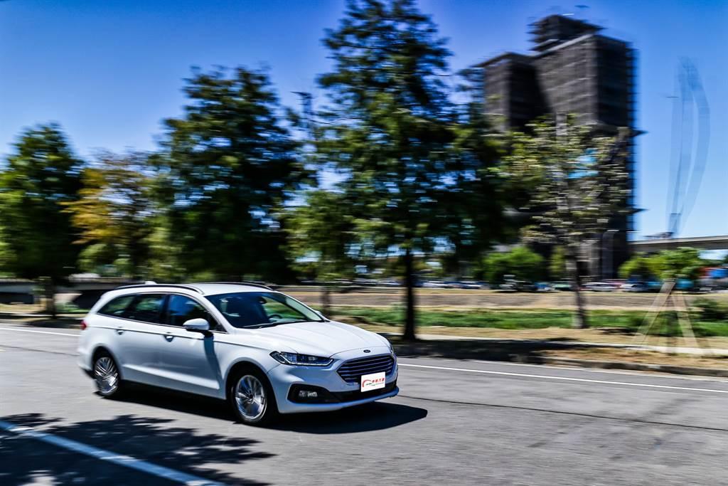 Mondeo Wagon在19年小改款才加入Hybrid動力,福特六和表示原先計畫更早就要導入,但受到疫情攪局,直到現在才能準備上市。(圖/陳彥文攝)