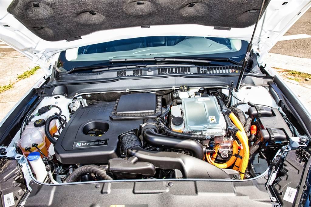 與原先的房車版本的Hybrid動力相同,採用2.0L Atkinson引擎,搭配電動馬達,組成最大綜效馬力187PS的油電系統。(圖/陳彥文攝)