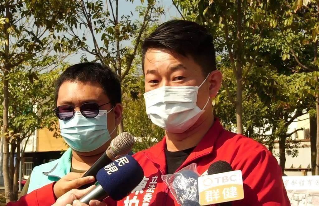 台灣基進立委陳柏惟(右)面臨罷免危機。(圖為中時資料照)