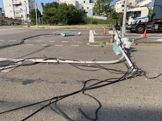 科學園區前號誌桿遭撞損 竹南警電眼追肇事車