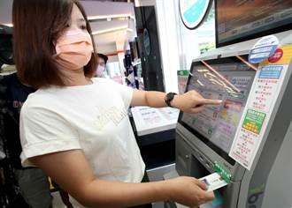 紙本五倍券上路首日 預訂量逾4成被領走 估500萬人搶消費