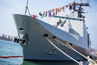 國慶同歡 海軍巡防艦高雄新濱碼頭開放參觀