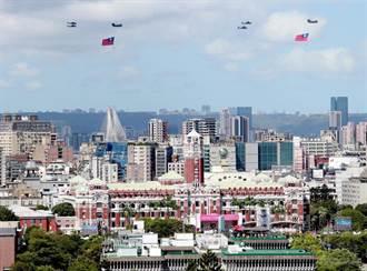國慶亮點!陸航直升機吊掛巨幅國旗 順利達成任務背後眉角多