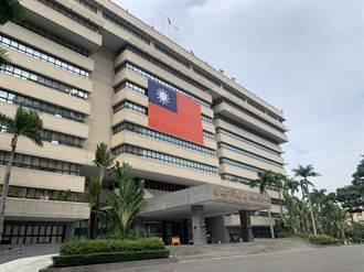 藍喊話要見國旗海 陳其邁霸氣掛巨型國旗回敬