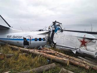俄羅斯輕型飛機墜毀 15死7傷