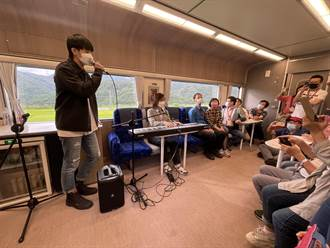 林隆璇疫後登觀光列車開唱 林亭翰「綵衣娛親」為父解悶