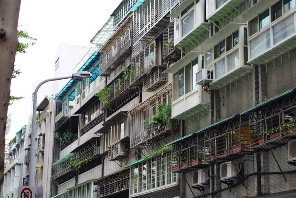 陽台外推也常見在公寓或華廈,一不小心就觸法。(圖片來源 photo-ac)