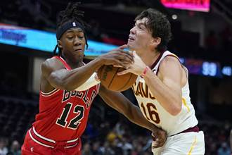 NBA》21歲菜鳥讀秒階段連取4分 公牛逆襲3連勝