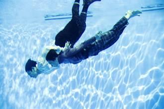 邵雨薇險溺水喪命 水上樂園玩一半「睜開眼上面都是腳」