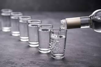 俄羅斯再傳大規模假酒中毒 累計已34人喪命