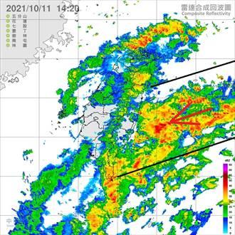 一條很長的雨帶接近中 鄭明典:迎風面東半部持續降雨