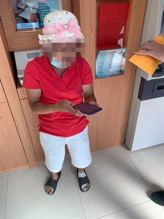 詐騙車手戴粉紅帽假扮老奶奶 身上14張卡17萬現金遭逮