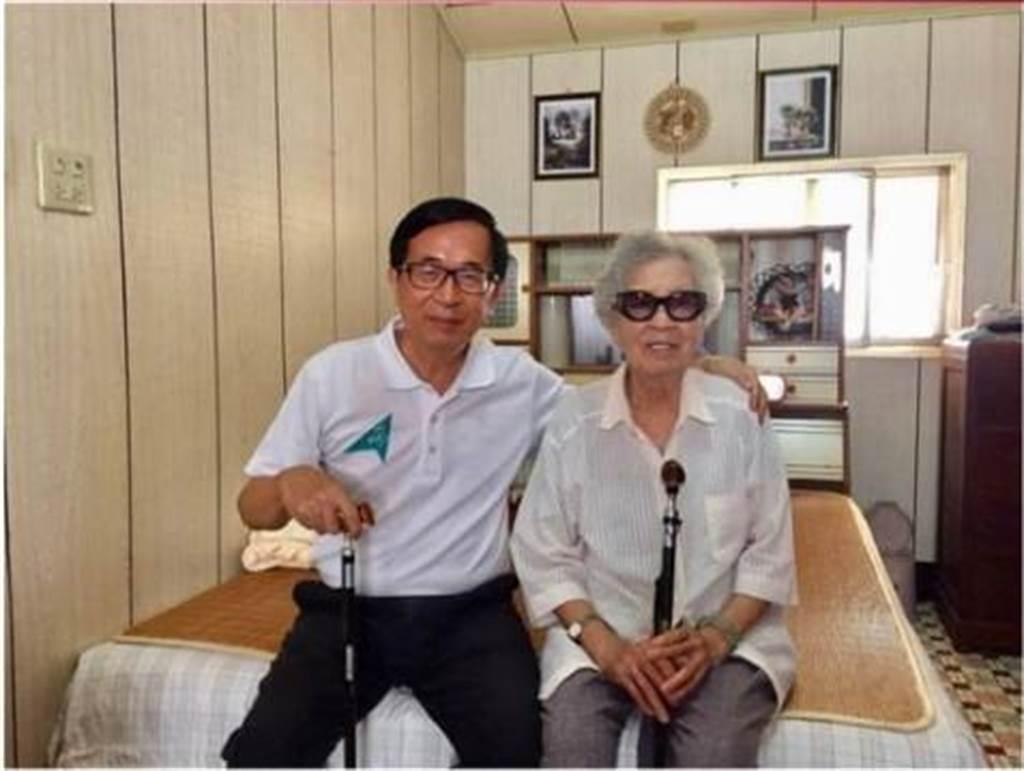 今天是陳水扁的生日,他也在臉書上PO出席日與扁媽的合照,並回憶自己出生時的場景。(圖 翻攝自陳水扁臉書)