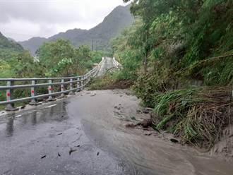 圓規颱風雨炸花蓮 瑞港公路坍方封閉管制