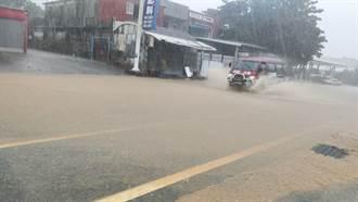 圓規颱風為台東帶來豪雨 台9線綠色隧道宛如黃河