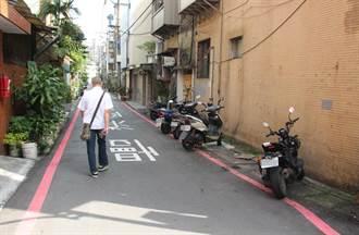 撞到違停車堅持不和解 結果巷子16輛違停車通通被開單