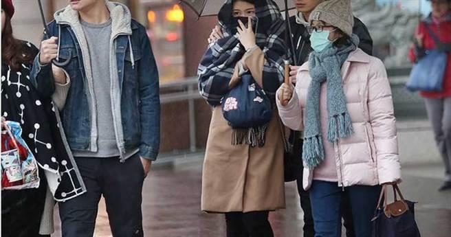 周六晚起至下周一入秋以來最明顯的一波東北季風接力南下,北台灣空曠地區最低溫下探16度。(資料照)