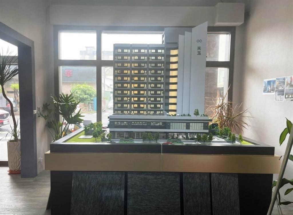 嘉義市大樓案「湛然天玉」規劃180戶住家,主打罕見泳池花園住宅。(圖/欣湛然建設提供)