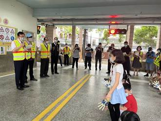 桃園首間!這學校設紅綠燈、斑馬線加深學童交通知識