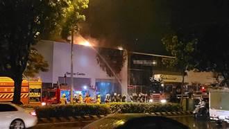 上月才開幕 台南車廠展售中心凌晨起火二樓全毀