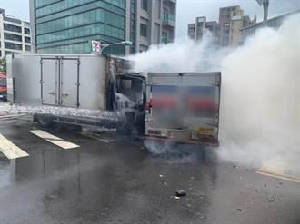 運鈔車遭貨車攔腰撞爆炸起火 2保全燙傷 3千萬現金狀況曝光