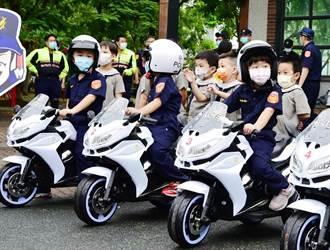 幼童騎小哈雷  大、小交警協助宣導交通安全超吸睛