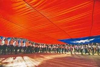 駐德代表辱國旗 總統府稱尊重 謝志偉嘲諷國旗至今鮮紅是在台灣補了幾十年鮮血、我們一邊舉旗一邊吐血