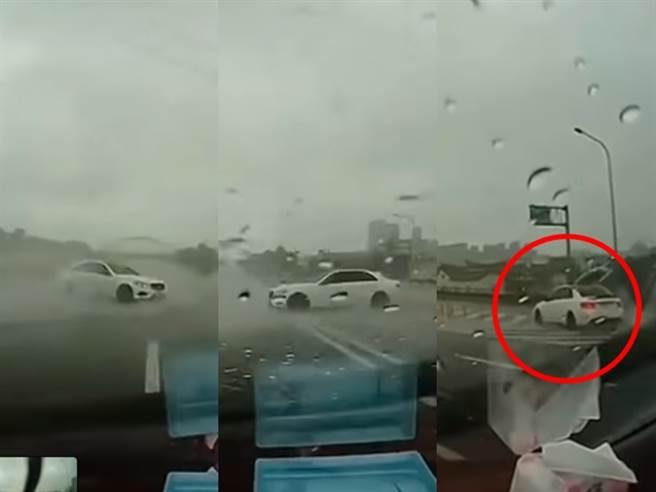 轎車行駛在國道內車道欲切至中線道時,因天雨路滑發生打滑,整輛車竟360度在地面旋轉,最後一路橫跨4線道,直接「轉正」車頭朝向下匝道方向駛離。(翻攝自「Andy老爹」臉書粉專)