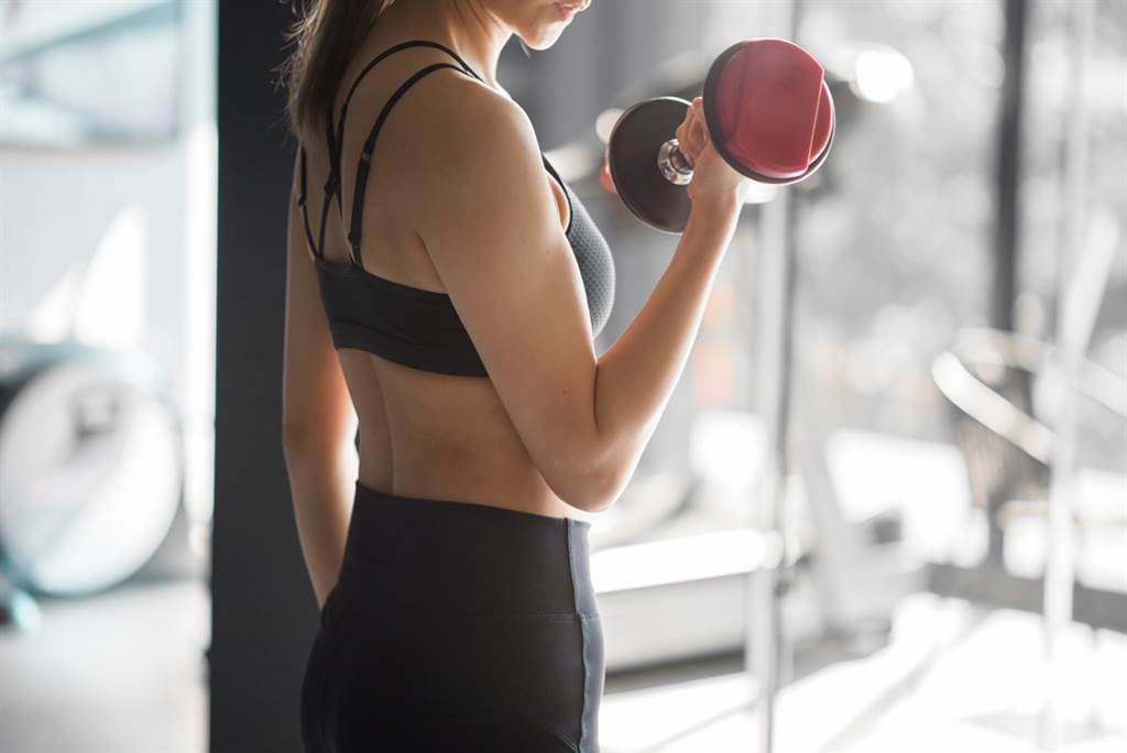 不少人抽中500元動滋券,卻喊說不想領,因為今年規定不能拿去買運動用品,只能用在運動賽事或運動場所。(圖/Shutterstock)