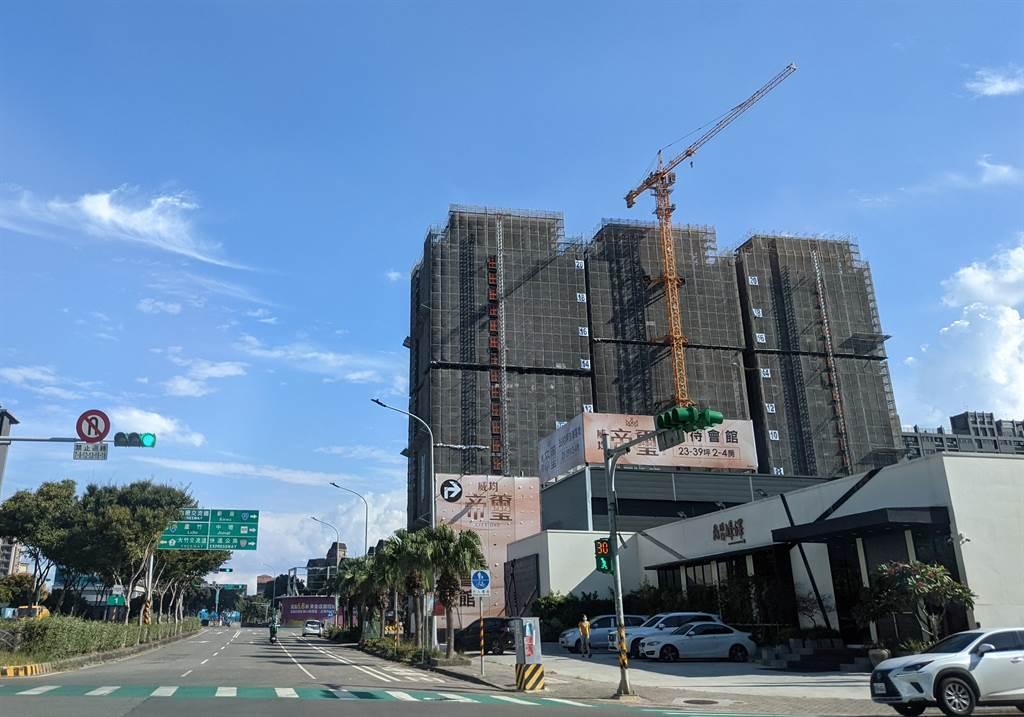 北台灣2021年Q3新成屋、預售屋推案量約2705億元,比去年同期約9581億元減少約1521億元、年減幅超達約16%。(圖/葉思含攝)